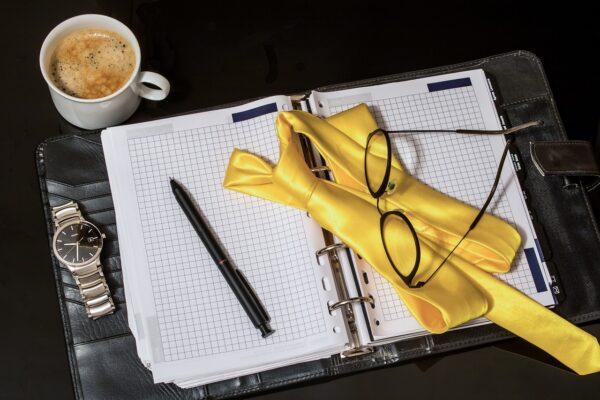 agenda, tie, pen